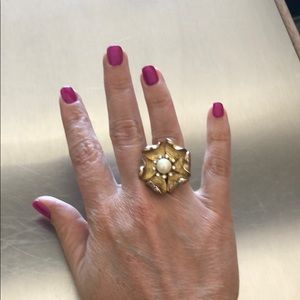Stella & Dot Gold Flower Fashion Ring
